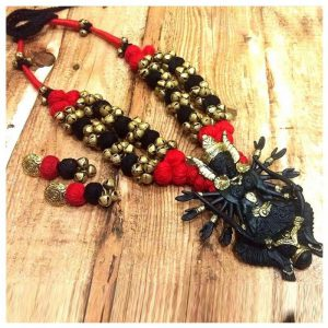 ecohindu-HandmadeRed SilkThreadBlack DhokraPendantNecklace-25september